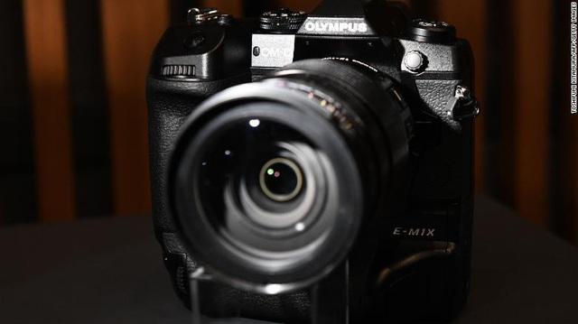 Hụt hơi trước smartphone, Olympus rút khỏi thị trường máy ảnh - Ảnh 1.