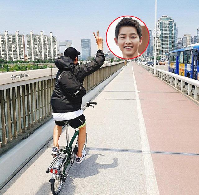 Song Joong Ki đã dành kỳ nghỉ của mình bên người đàn ông này - Ảnh 2.