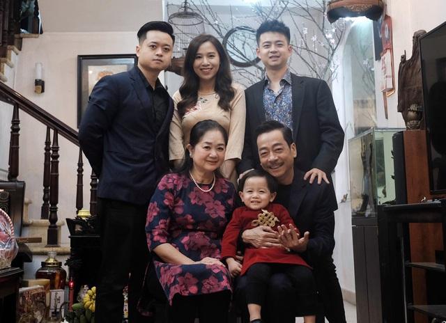 Ngày Gia đình Việt Nam, ngắm khoảnh khắc hạnh phúc bên gia đình của các diễn viên - Ảnh 3.