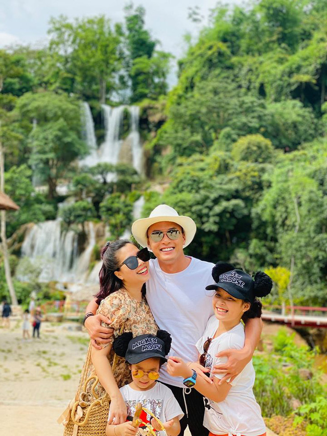 Ngày Gia đình Việt Nam, ngắm khoảnh khắc hạnh phúc bên gia đình của các diễn viên - Ảnh 1.