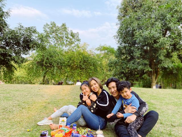 Ngày Gia đình Việt Nam, ngắm khoảnh khắc hạnh phúc bên gia đình của các diễn viên - Ảnh 2.