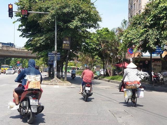 Muôn kiểu vi phạm giao thông những ngày nắng nóng kỷ lục - Ảnh 7.