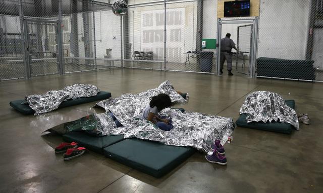 Hơn 100 trẻ nhập cư bất hợp pháp vào Mỹ sẽ được trả tự do - Ảnh 1.