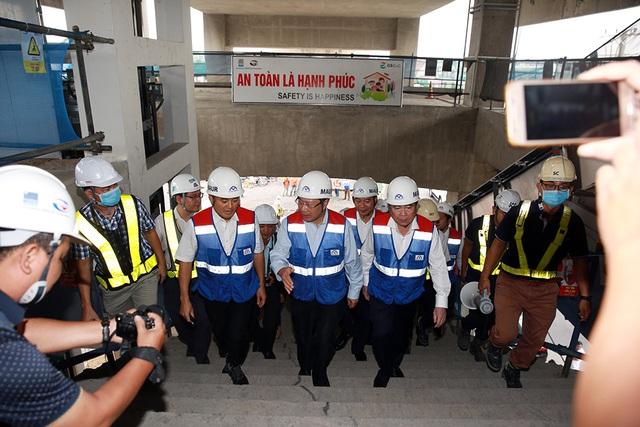 Phó Thủ tướng Phạm Bình Minh thị sát tuyến metro số 1 của TP.HCM - Ảnh 1.