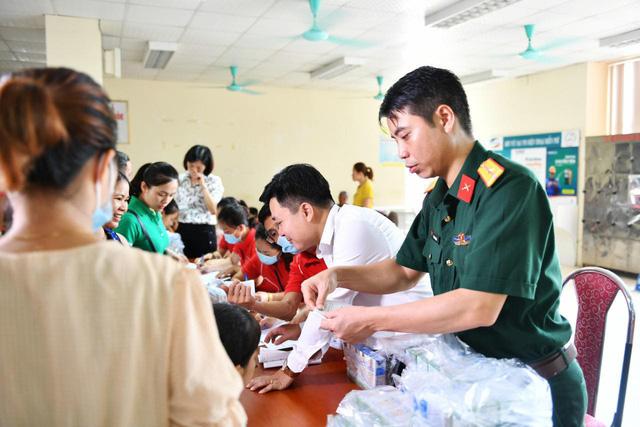 Tầm soát bệnh tim bẩm sinh cho hơn 1.400 trẻ em vùng cao tại Hà Giang - Ảnh 5.