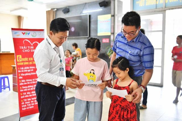 Tầm soát bệnh tim bẩm sinh cho hơn 1.400 trẻ em vùng cao tại Hà Giang - Ảnh 10.