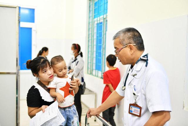Tầm soát bệnh tim bẩm sinh cho hơn 1.400 trẻ em vùng cao tại Hà Giang - Ảnh 1.