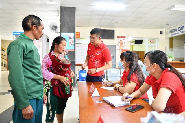 Tầm soát bệnh tim bẩm sinh cho hơn 1.400 trẻ em vùng cao tại Hà Giang - Ảnh 2.