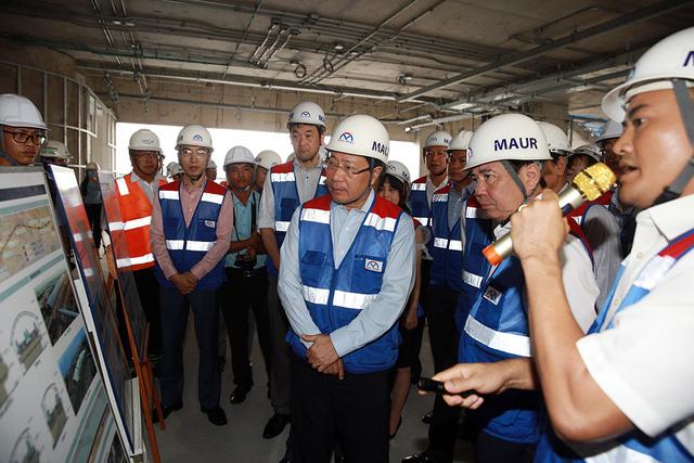 Phó Thủ tướng Phạm Bình Minh thị sát tuyến metro số 1 của TP.HCM - Ảnh 2.