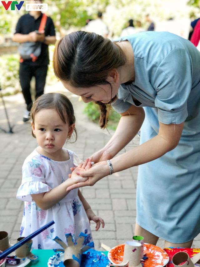 Cùng em háo hức: Lan toả văn hoá đọc trong các gia đình Việt Nam - Ảnh 2.