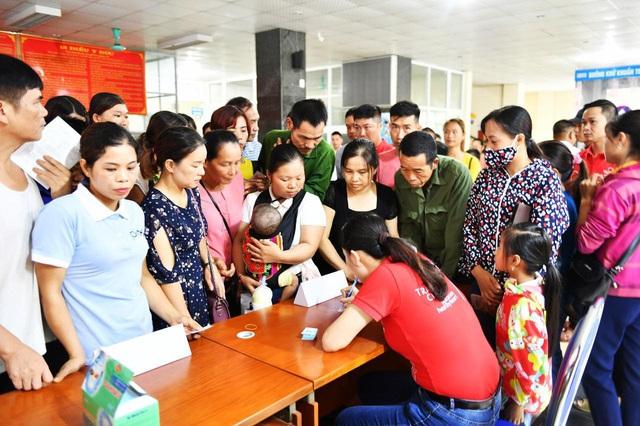 Tầm soát bệnh tim bẩm sinh cho hơn 1.400 trẻ em vùng cao tại Hà Giang - Ảnh 8.