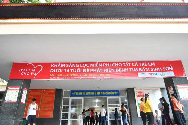 Tầm soát bệnh tim bẩm sinh cho hơn 1.400 trẻ em vùng cao tại Hà Giang - Ảnh 3.