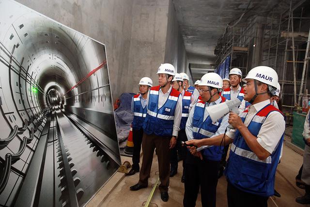 Phó Thủ tướng Phạm Bình Minh thị sát tuyến metro số 1 của TP.HCM - Ảnh 8.