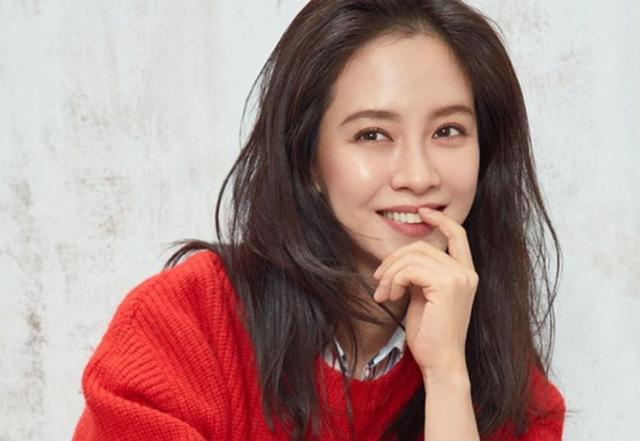 Song Ji Hyo hạnh phúc ở tuổi 40, không có ý định kết hôn - Ảnh 1.