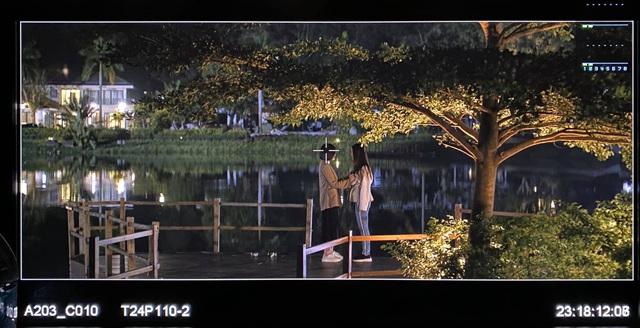 Đoàn làm phim Tình yêu và tham vọng thức trắng quay phim - Ảnh 1.