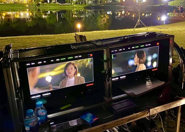 Đoàn làm phim Tình yêu và tham vọng thức trắng quay phim - Ảnh 3.