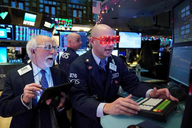 Chứng khoán Mỹ tăng điểm trong bạo loạn: Các nhà đầu tư đã trở nên vô cảm? - Ảnh 1.