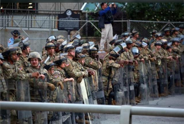 Tổng thống Mỹ có được phép dùng quân đội ứng phó với biểu tình bạo động? - Ảnh 3.