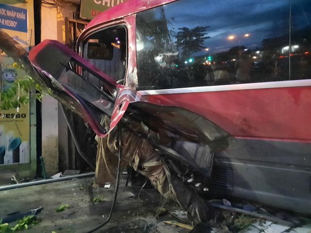 Ninh Bình: Xe khách gây tai nạn liên hoàn - Ảnh 1.
