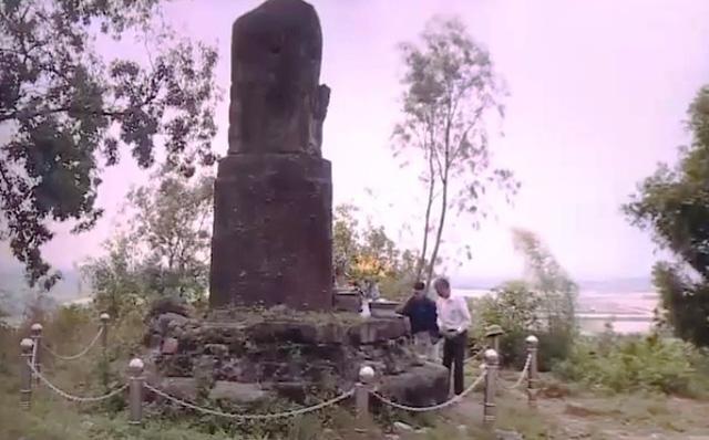 Lúng túng trong bảo vệ cột đá chạm rồng chùa Dạm - Ảnh 3.