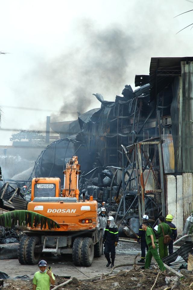 Rõ nguyên nhân ban đầu vụ cháy tại xưởng hóa chất ở Long Biên - Ảnh 1.