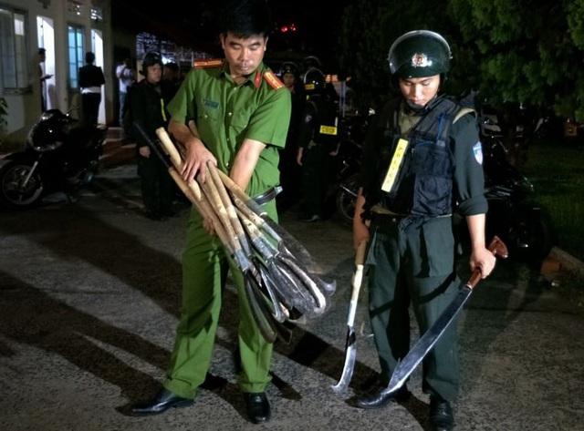 Vụ hỗn chiến bằng dao rựa, bom xăng tại Đắk Lắk: Khởi tố, bắt tạm giam 12 đối tượng - Ảnh 3.