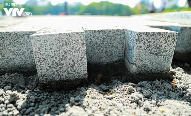 Đá hoa cương thay đổi diện mạo cho vỉa hè Hồ Gươm - Ảnh 3.