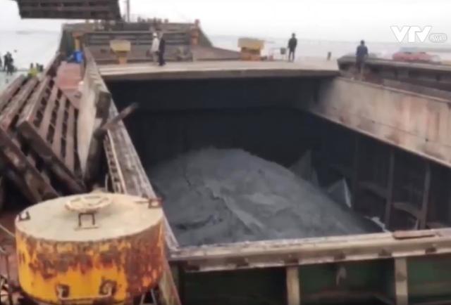 Dùng tàu cũ nát xuất lậu quặng trị giá hơn 12 tỷ đồng - Ảnh 2.