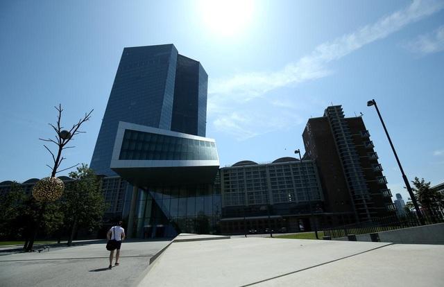 Ngân hàng Trung ương châu Âu bơm thêm 600 tỷ Euro ra thị trường - Ảnh 1.