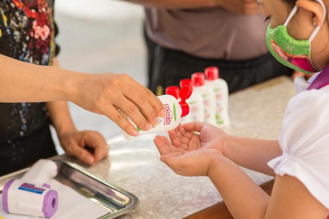 Ba mẹ cần làm gì để bảo vệ sức khoẻ gia đình trong giai đoạn bình thường mới - Ảnh 1.