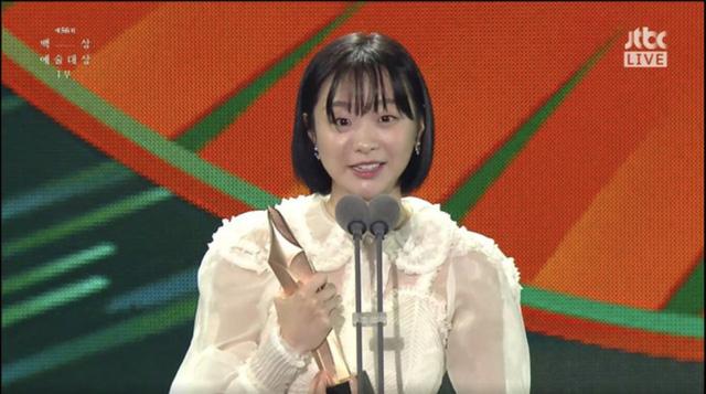 Baeksang Hàn Quốc lần thứ 56: Cặp đôi Hạ cánh nơi anh bị giải thưởng ngó lơ, dàn sao Thế giới hôn nhân thắng lớn - Ảnh 9.