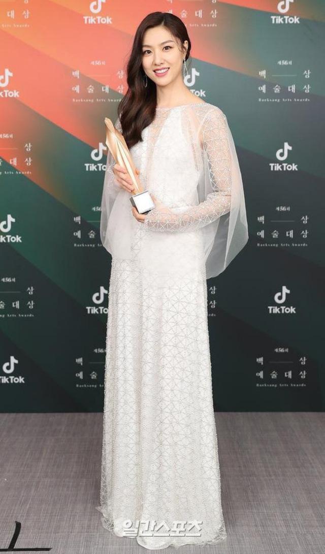 Baeksang Hàn Quốc lần thứ 56: Cặp đôi Hạ cánh nơi anh bị giải thưởng ngó lơ, dàn sao Thế giới hôn nhân thắng lớn - Ảnh 10.