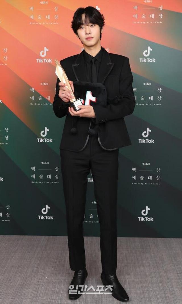 Baeksang Hàn Quốc lần thứ 56: Cặp đôi Hạ cánh nơi anh bị giải thưởng ngó lơ, dàn sao Thế giới hôn nhân thắng lớn - Ảnh 13.