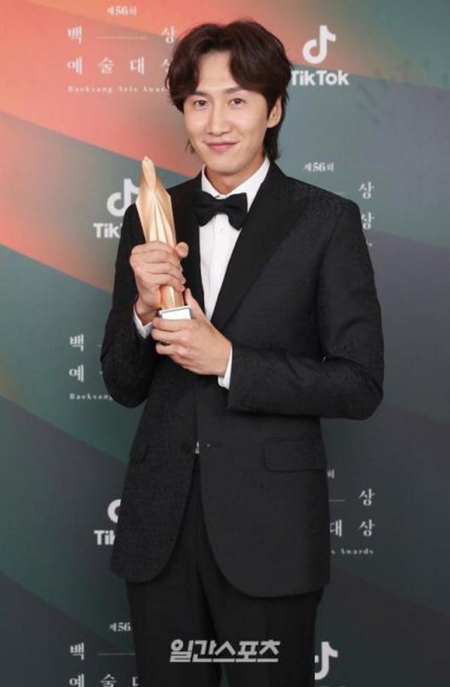 Baeksang Hàn Quốc lần thứ 56: Cặp đôi Hạ cánh nơi anh bị giải thưởng ngó lơ, dàn sao Thế giới hôn nhân thắng lớn - Ảnh 8.
