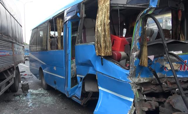 6 xe ô tô tông nhau liên hoàn, hành khách hoảng loạn kêu cứu - Ảnh 3.
