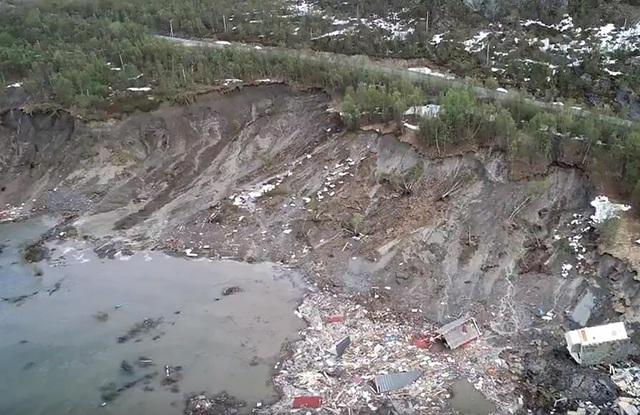 Lở đất kinh hoàng tại Na Uy, hàng loạt ngôi nhà bị cuốn ra biển - Ảnh 2.