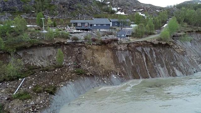 Lở đất kinh hoàng tại Na Uy, hàng loạt ngôi nhà bị cuốn ra biển - Ảnh 4.
