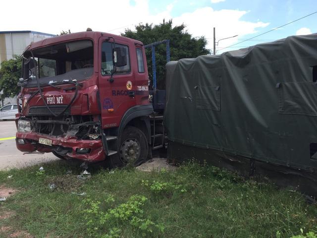 Va chạm với xe container, 7 chiến sĩ dân quân tự vệ thương vong - Ảnh 2.