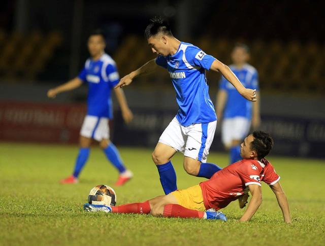 HLV Phan Thanh Hùng: Than Quảng Ninh thua không buồn bằng Hải Huy chấn thương - Ảnh 2.