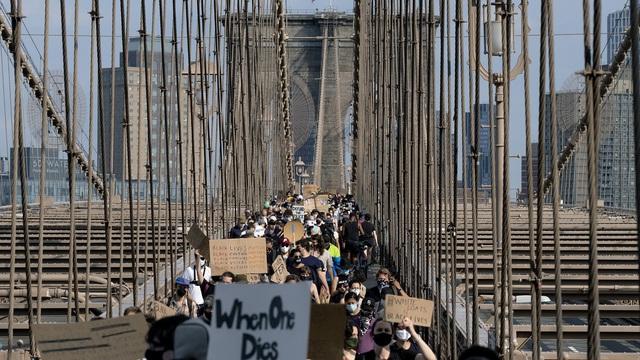 Thành phố New York (Mỹ) dỡ bỏ lệnh giới nghiêm - Ảnh 1.
