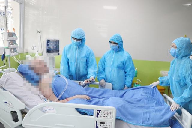 VIDEO: Bệnh nhân 91 tiếp tục hồi phục diệu kỳ, đã có thể bấm bàn phím - Ảnh 2.