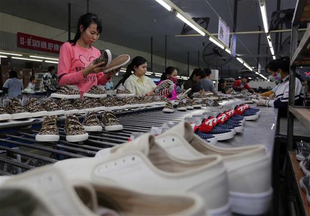 HSBC: Dệt may, da giày hưởng lợi nhiều nhất từ EVFTA - Ảnh 1.