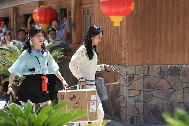 Xuất hiện tại show Nhà hàng Trung Hoa, Triệu Lệ Dĩnh lấn át tất cả - Ảnh 2.