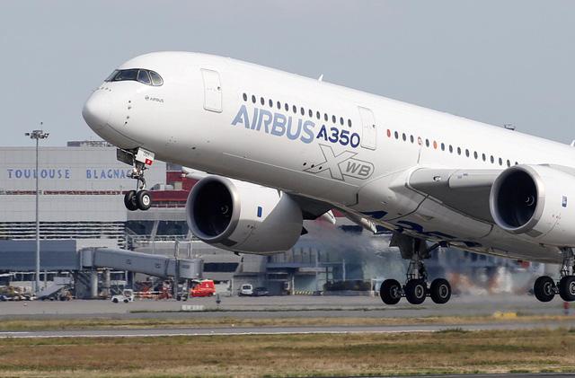 """""""Thấm đòn"""" COVID-19, Airbus cắt giảm 15.000 nhân viên - ảnh 1"""