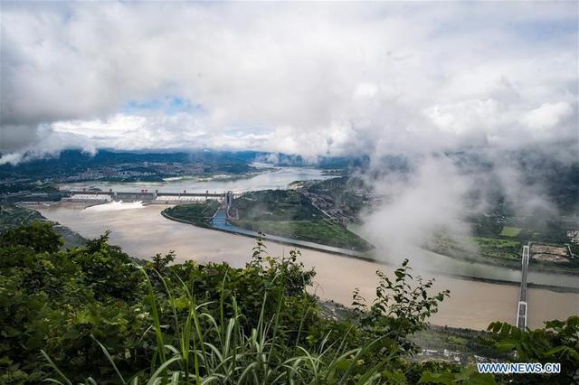 Mưa lũ lịch sử tại miền Nam Trung Quốc, đập Tam Hiệp phải hoạt động hết công suất - Ảnh 3.