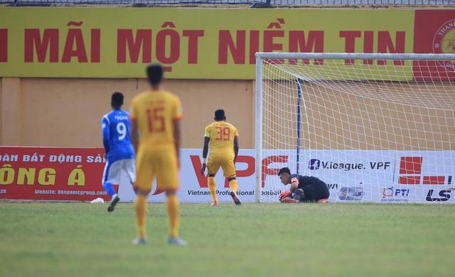 Chùm ảnh: Đình Tùng và Samson tỏa sáng, CLB Thanh Hóa đánh bại Than Quảng Ninh (Vòng 7 V.League) - Ảnh 3.