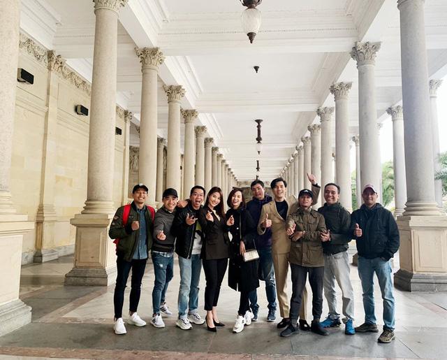 Nhớ Praha, Lã Thanh Huyền tung loạt ảnh hậu trường Tình yêu và tham vọng - Ảnh 10.
