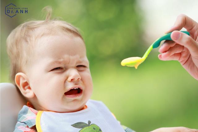Phân biệt biếng ăn sinh lý - biếng ăn bệnh lý ở trẻ nhỏ - Ảnh 1.