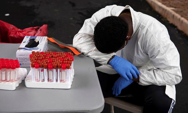 Số ca nhiễm mới COVID-19 tại Mỹ liên tục chạm đỉnh - Ảnh 1.