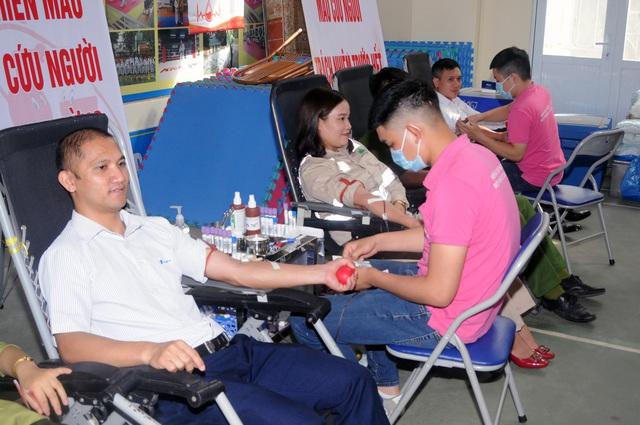 Tiếp nhận 559 đơn vị máu trong ngày hội hiến máu Giọt hồng yêu thương tại Sơn La - Ảnh 2.